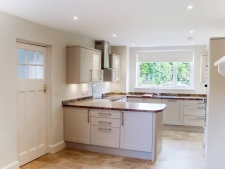 5 bed property to rent in Blandford Forum