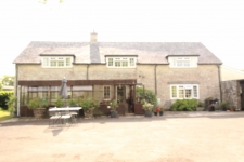 4 bed property to rent in Mere