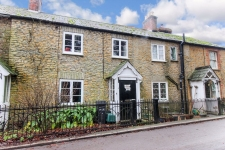 3 bed property to rent in Milborne Port