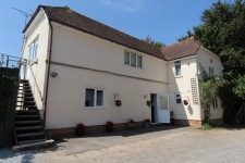 2 bed property to rent in Holtwood