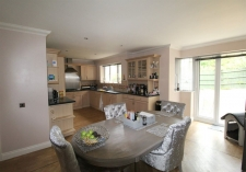 4 bed property to rent in Corfe Mullen