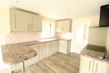 2 bed property to rent in Horton Road