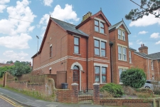 4 bed property to rent in Poole