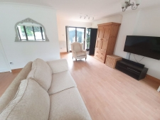 1 bed property to rent in Holtwood