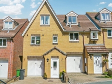 3 bed property for sale in Faircross Avenue