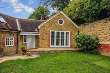 4 bed property to rent in Wincanton